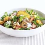 Salata calda de cartofi noi cu sunca si branza maturata
